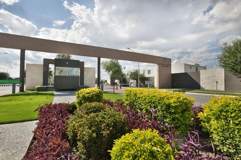 Casas en Apodaca - Acceso - Capellanía Residencial